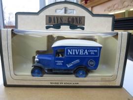 1928 Chevrolet Van Nivea Cream