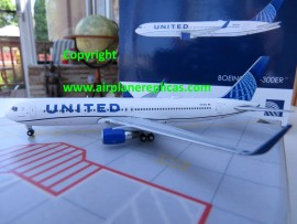 United Airlines B 767-300ER new livery